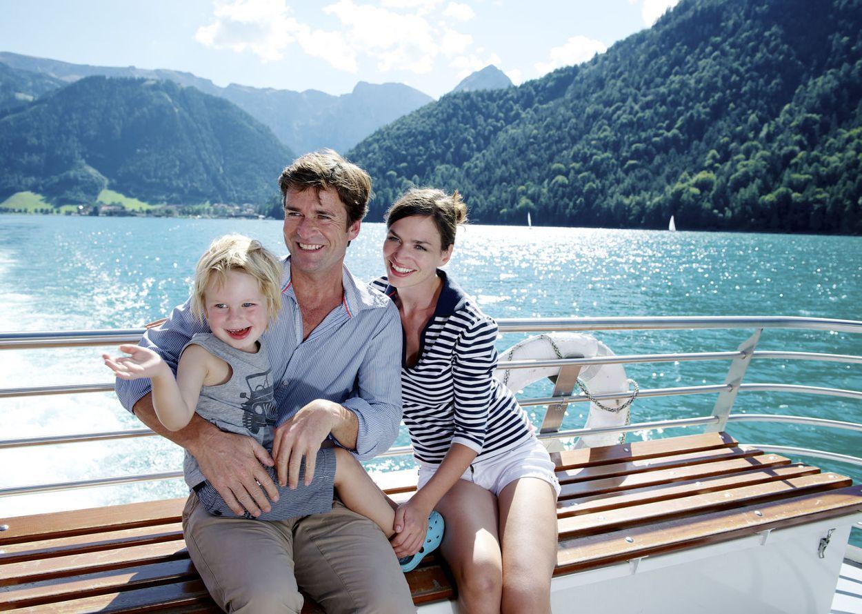 Familie auf Schiff (2).jpg
