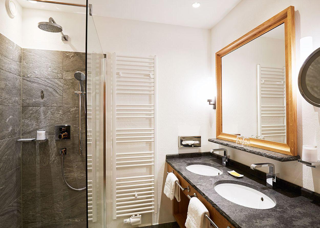 hotel-hochschober-komfort-1-erker-panoramazimmer-2-1200x900.jpg