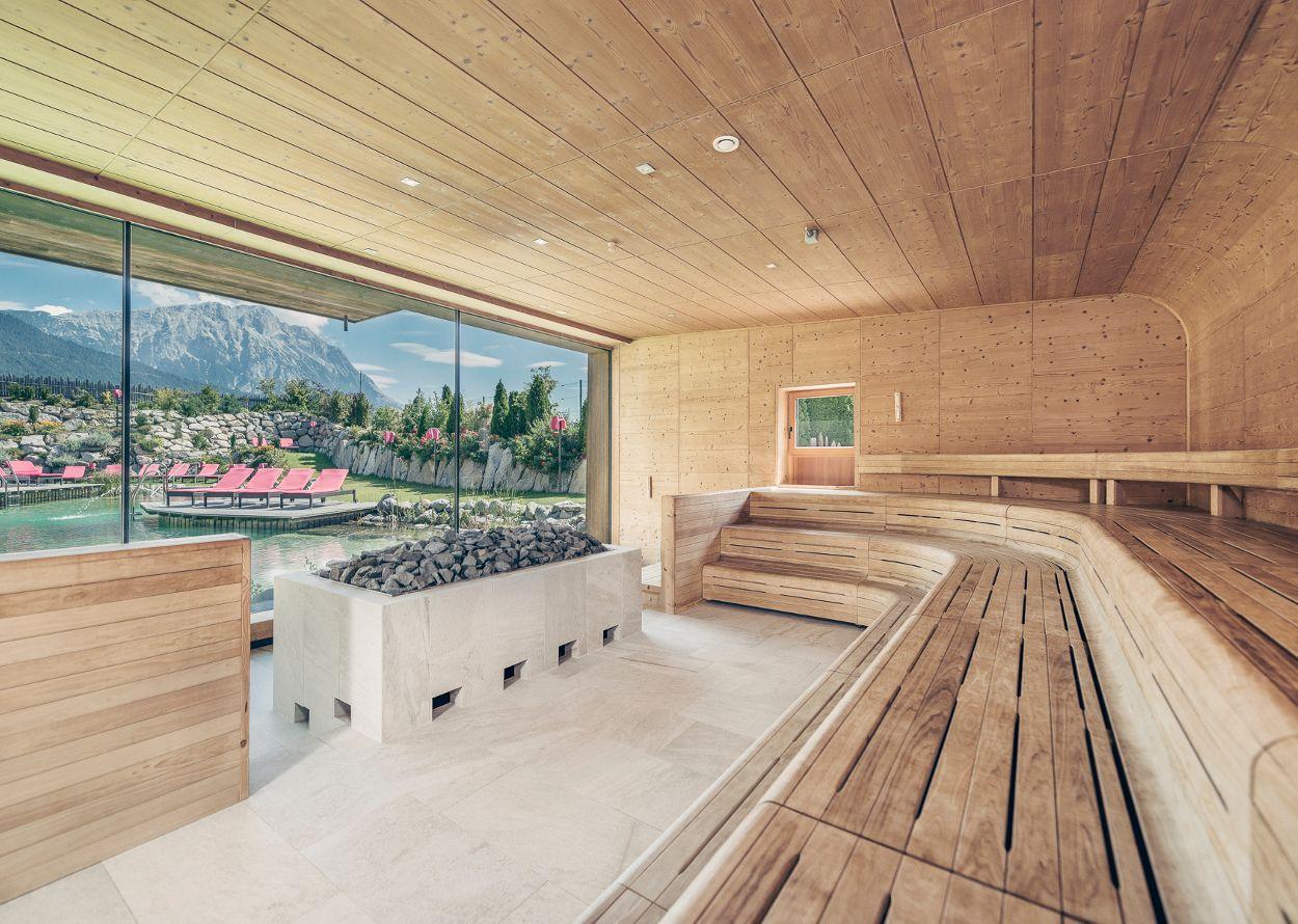 Naturbadeteich zum Abkühlen nach dem Saunagang